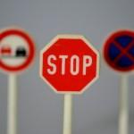 traffic-signs-674620_640