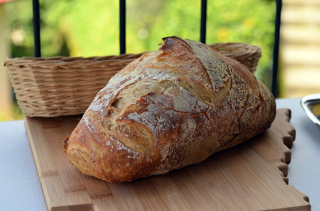 bread-899378_640
