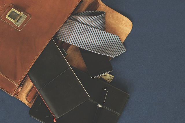 briefcase-1578138_640