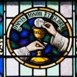 Glenbeigh_St._James'_Church_Nave_Triple_Window_Omnis_Honor_et_Gloria_2012_09_09