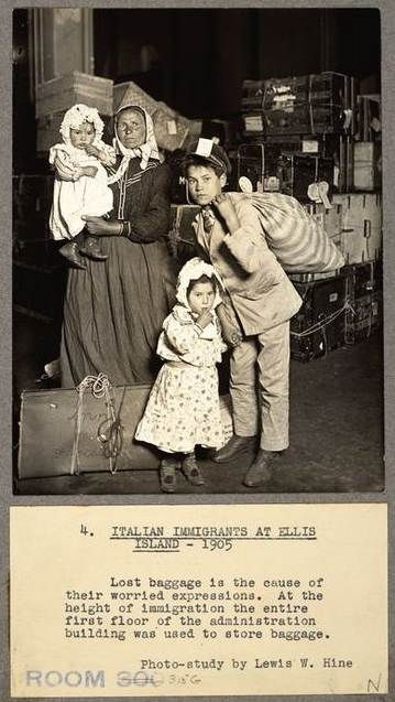 By Lewis W. Hine(Life time: 1874-1940) - Original publication: Photo-studyImmediate source: Brooklyn Museum, Public Domain, https://commons.wikimedia.org/w/index.php?curid=51292180