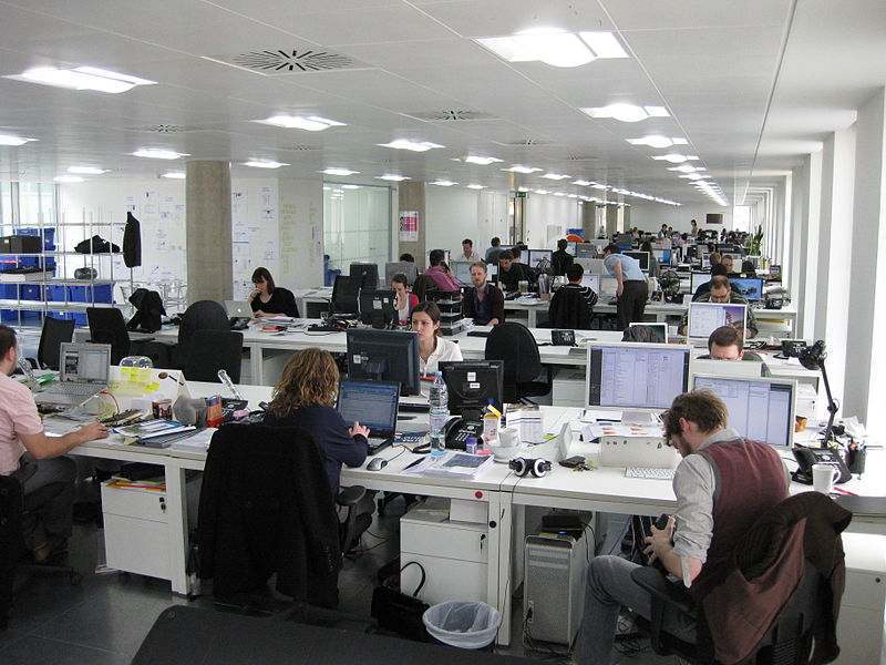 https://commons.wikimedia.org/wiki/File%3ANew_office.jpg; By Phil Whitehouse (Flickr: New office) [CC BY 2.0 (http://creativecommons.org/licenses/by/2.0)], via Wikimedia Commons