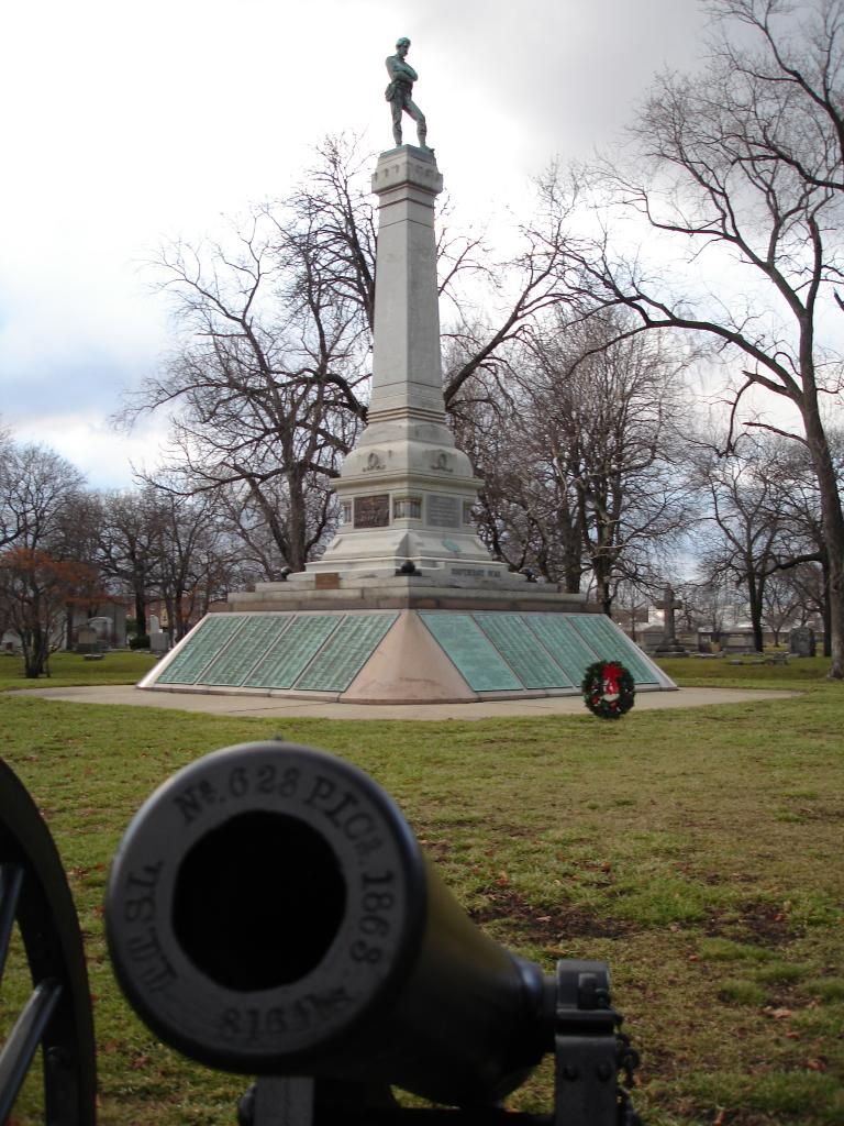 From Wikipedia: https://en.wikipedia.org/wiki/Camp_Douglas_(Chicago)#/media/File:Confederate_Mound_cannon.jpg; By John Delano of Hammond, Indiana, Attribution, https://commons.wikimedia.org/w/index.php?curid=1492884