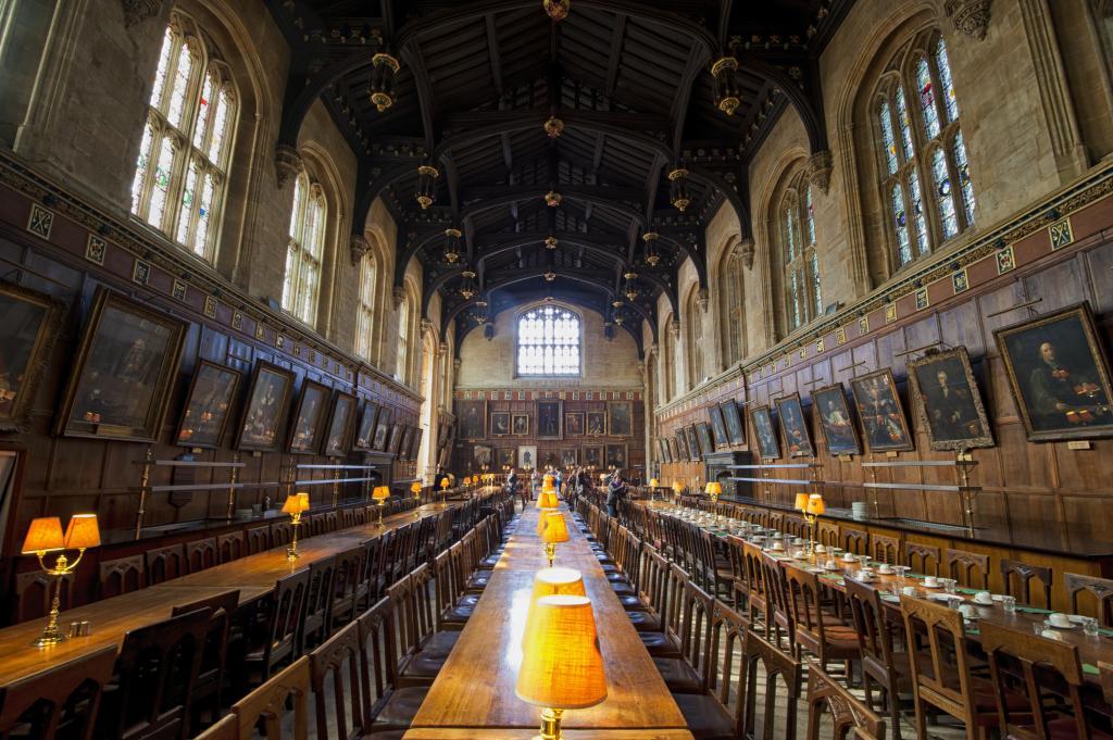 https://en.wikipedia.org/wiki/University_of_Oxford#/media/File:1_christ_church_hall_2012.jpg;By chensiyuan - chensiyuan, GFDL,