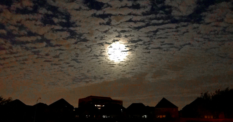 full moon in clouds 10.06.17