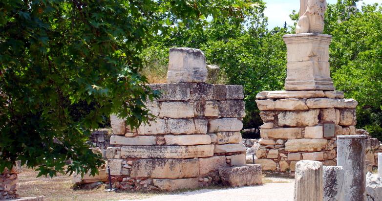 empty pedestal - the Agora