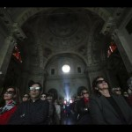 Italians Watch the Canonization in 3D Glasses