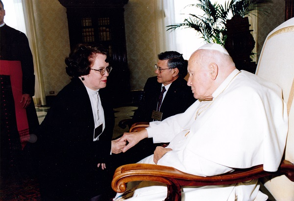 Vatican - Kathy Schiffer w JPII hands touching