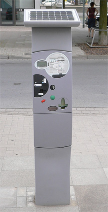 A parking meter in Hannover, Germany. (from Wikicommons)