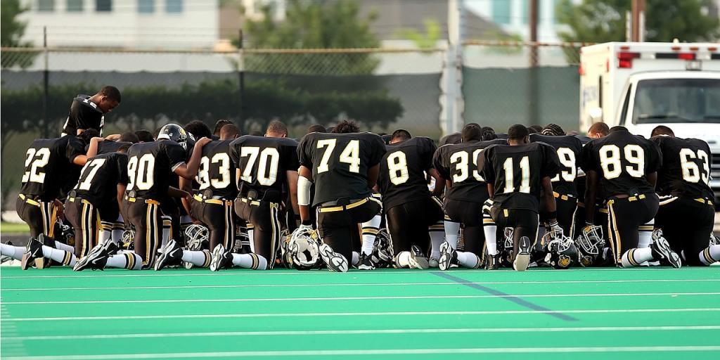 Praying Football Team Team Kneeling Football Field