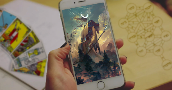 Phone: Pixabay | CC0 | Edited by Mat Auryn Card: © Peter Mohrbacher / Lo Scarabeo