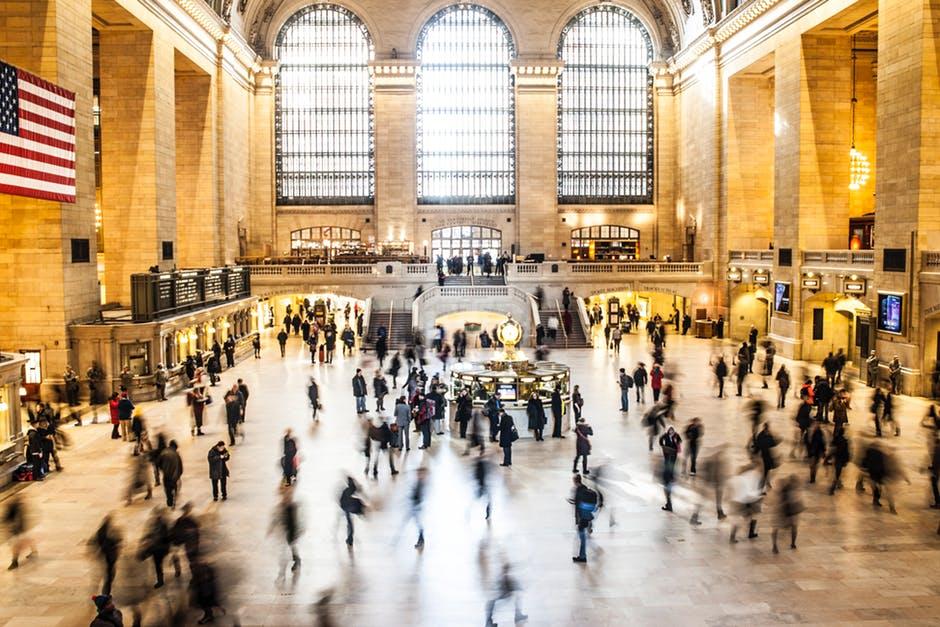people-new-york-train-crowd