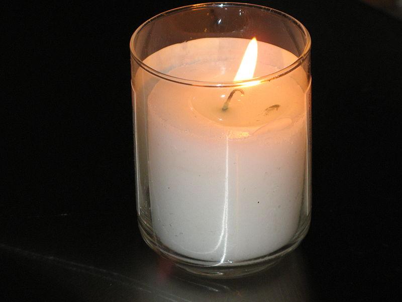 800px-Yahrtzeit_candle