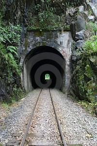 train-tunnel-10195006