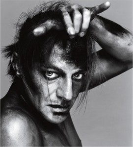 John Galliano, fashion designer, December 1999 © 2008 The Richard Avedon Foundation