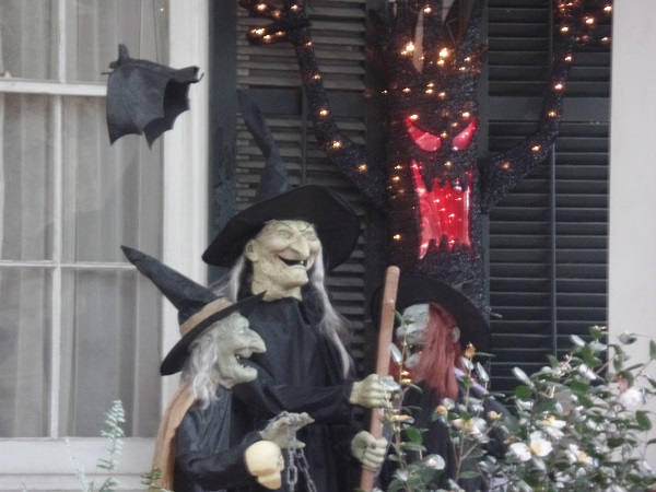 New Orleans Garden District Halloween. Courtesy of the author.