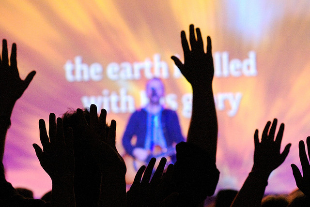 3 weak arguments against contemporary worship music for Contemporary house music