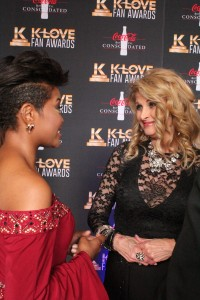 Jasmine Murray and Linda Davis chat on the K-Love Fan Awards red carpet. Image by LeAnn Hamby
