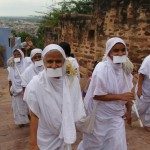 Jain Nuns in India / Image by arjunstc – Arjun © CC BY-NC-ND 3.0