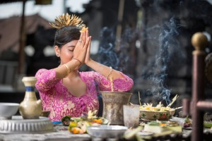 Temple prayer in Bali – complex ritual can improve self-control