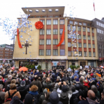 02-church-of-scientology-hamburg-ribbon-pull