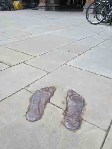 Gormley Cambridge footprints pic by me