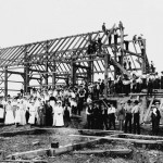 1024px-Barn_raising_in_Lansing