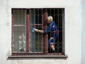 Woman_Cleaning_Windows_-_Omsk_-_Russia