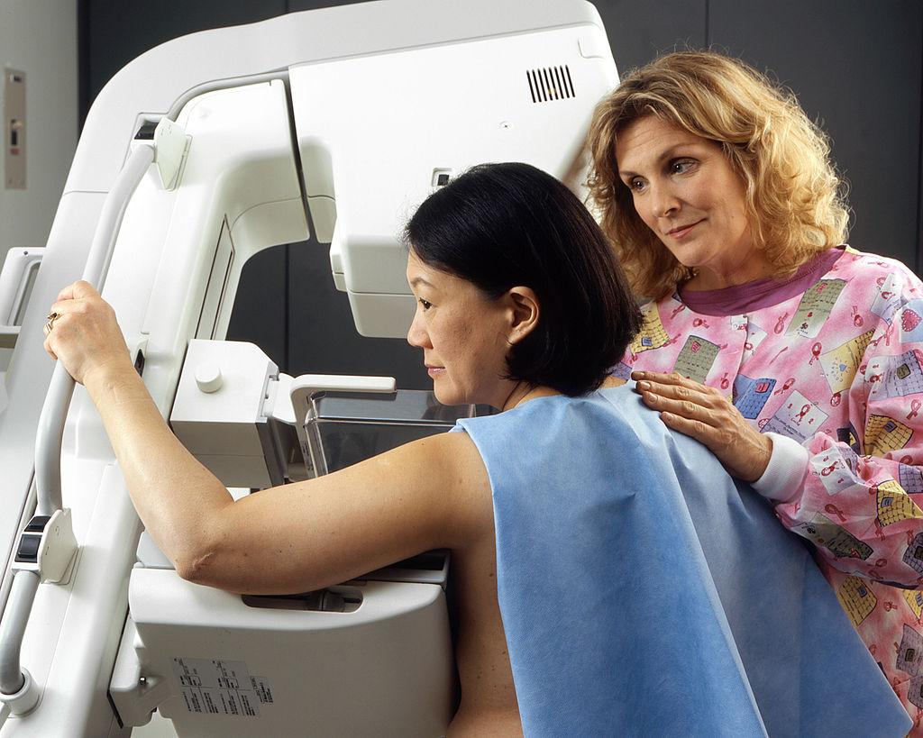 Woman_receives_mammogram_(2)