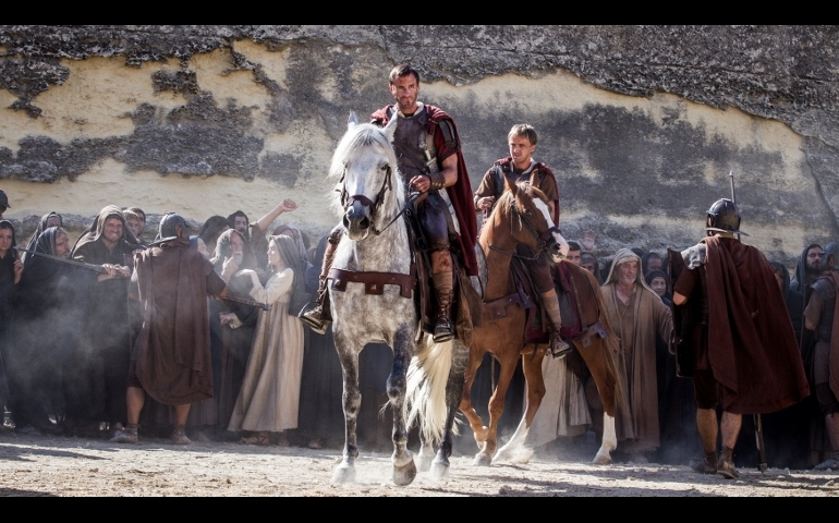 "Joseph Fiennes and Tom Felton star in a scene from the movie ""Risen."" (CNS photo/Columbia Pictures)"