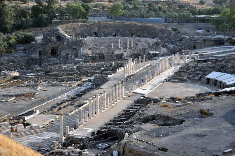 Beit Shean, looking back toward the entrance