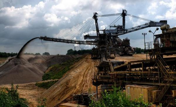 bucket wheel excavator, useful in dealing with large piles of hypocrisy