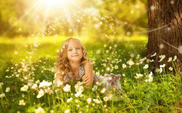 pagan-maiden-with-spring-flowers-equinox-ostara-pixabay-CC0-2