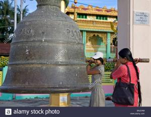 Women praying in front of the sacred bell. Botatoung Paya. Yangon. Myanmar Contributor: Pep Roig / Alamy Stock Photo