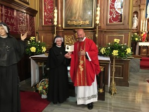 Receiving a relic of St Faustina from Sister Ignacia--custodian of the relics.