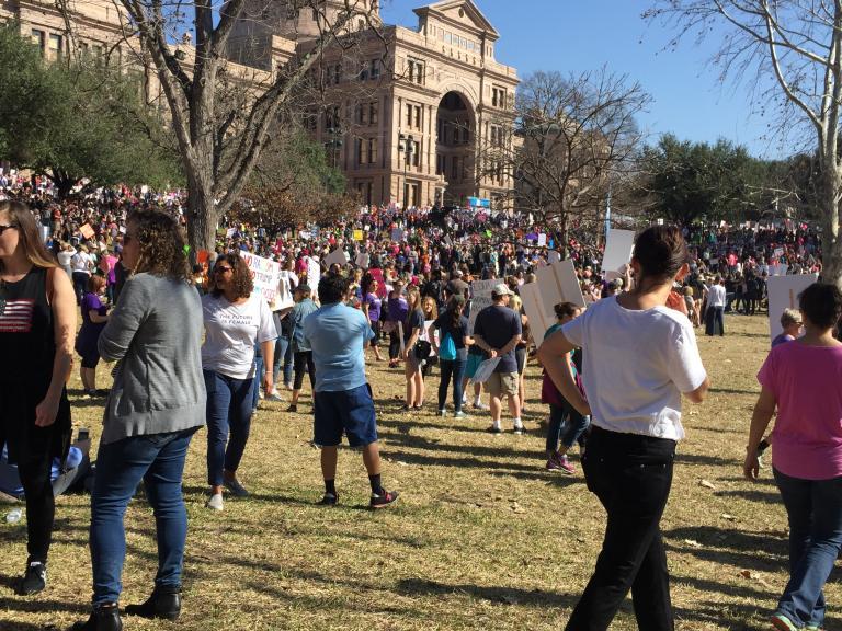 Jan 21 2017 crowd gathering around Texas capital building