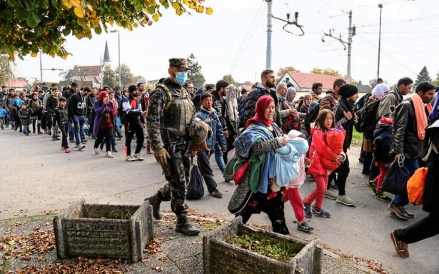 Syrian refugees pass through Slovenia