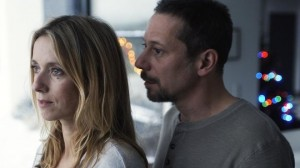 A distant Delphine (Lea Drucker) and Julien (Mathieu Amalric)