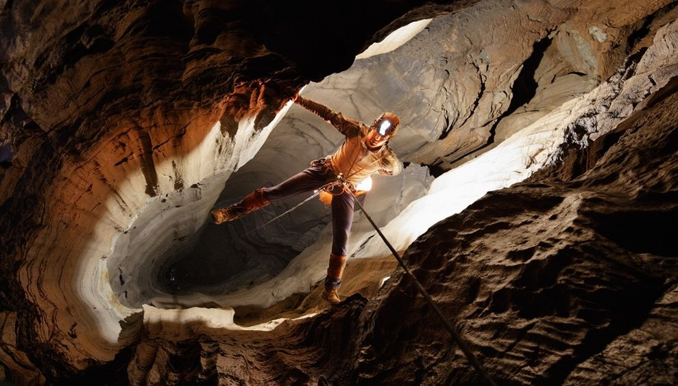 cavern-explorer-tennessee_6312_990x742