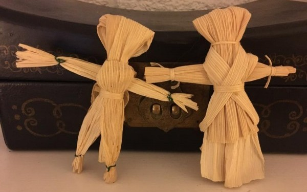 2 Corn husk Dollies