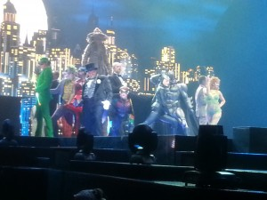 More final bows with the whole cast.